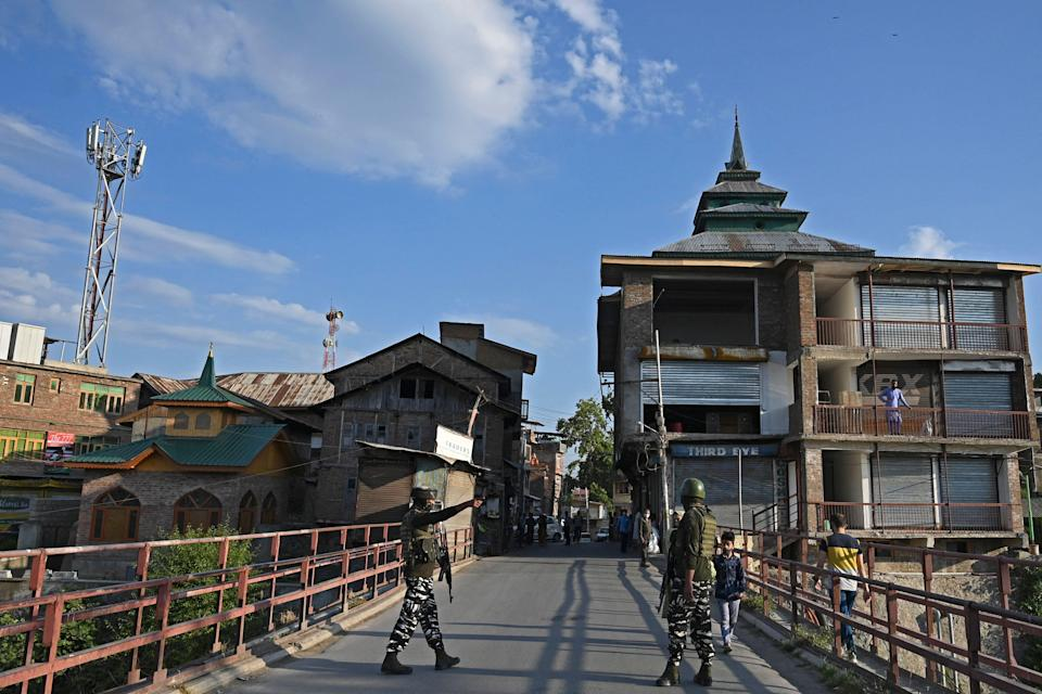 File image: Indian paramilitary troopers on a bridge in Srinagar  (Getty Images)