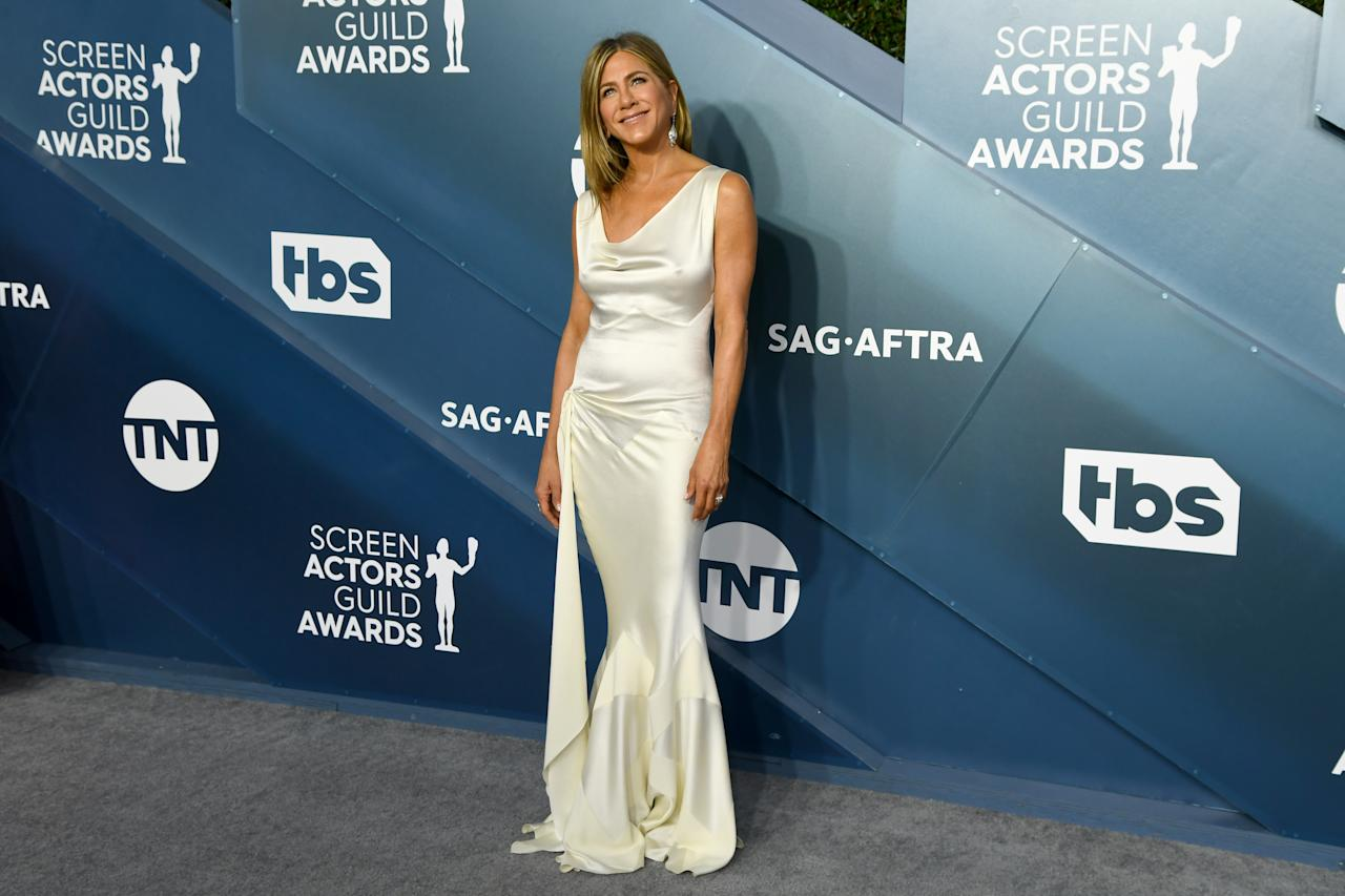 Su actuación en 'The Morning Show' le valió a Jennifer Aniston un premio SAG, que recogió con un Christian Dior que no nos termina de convencer. (Foto: Jeff Kravitz / Getty Images)