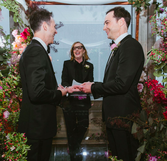 Jim Parsons exchanging vows with Todd Spiewak on May 13. (Photo: Amber Gress Photographer/Jim Parsons via Instagram)