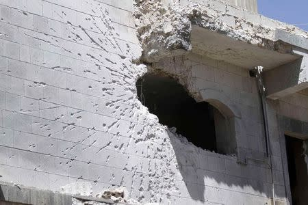 A view of a house damaged during fighting between Shi'ite Houthi rebels and government forces in Sanaa September 28, 2014. REUTERS/Mohamed al-Sayaghi