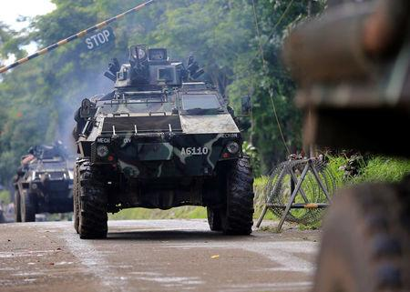 Philippines: 'Foreigners' fighting with Isis-linked militants in Marawi
