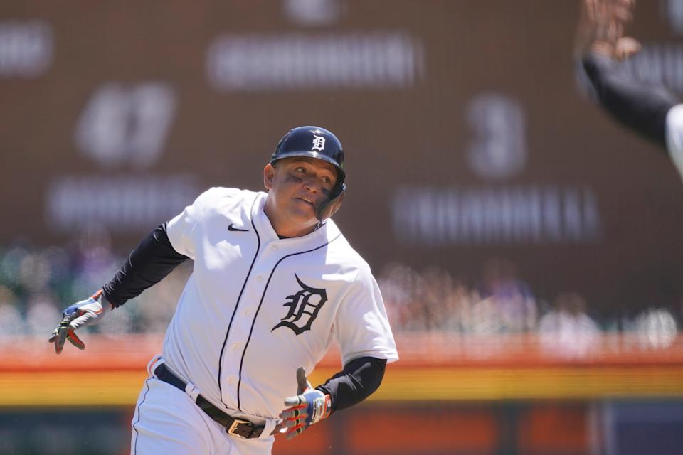 Miguel Cabrera ignored his third-base coach's stop sign to score from first base on a double by Nomar Mazara in Sunday's 6-2 win over the Yankees.