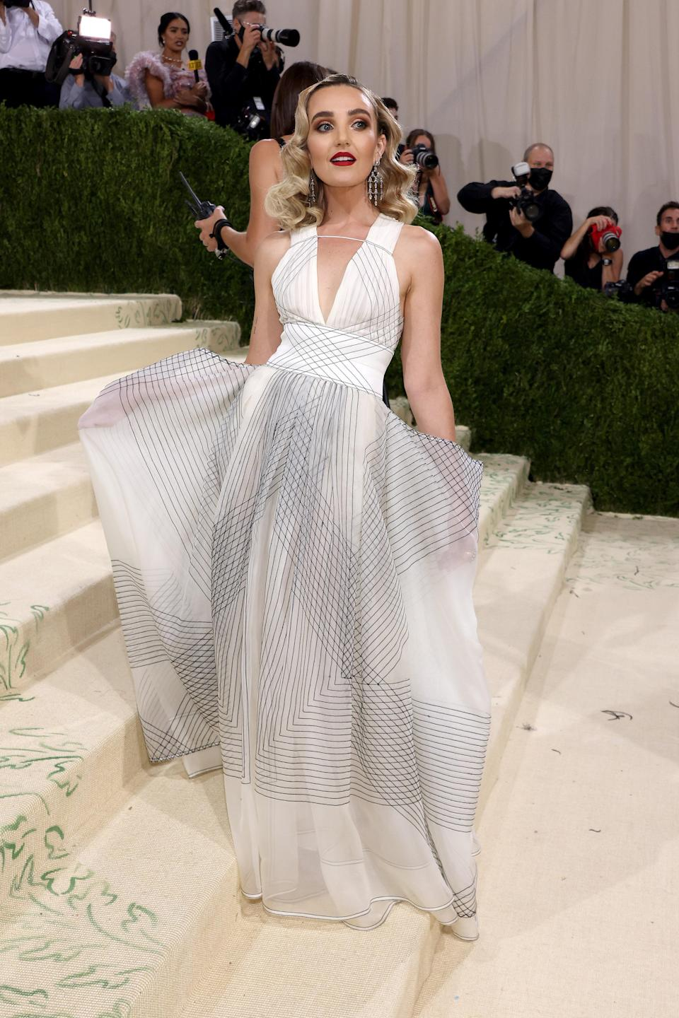 """<h1 class=""""title"""">Chloe Fineman, The 2021 Met Gala Celebrating In America: A Lexicon Of Fashion - Arrivals</h1><cite class=""""credit"""">Getty</cite>"""