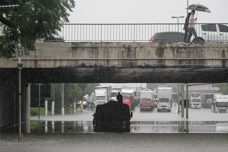 Heavy rain hit the city of Sao Paulo, causing flooding leaving several people stranded, on February 10, 2020. According to the Climate Emergency Management Center, the water volume reached 67 mm in the last 24 hours, with 78 flooding points recorded in the greater Sao Paulo during the beginning of the day, 61 of them impassable. (Photo by Fabio Vieira/FotoRua/NurPhoto via Getty Images)