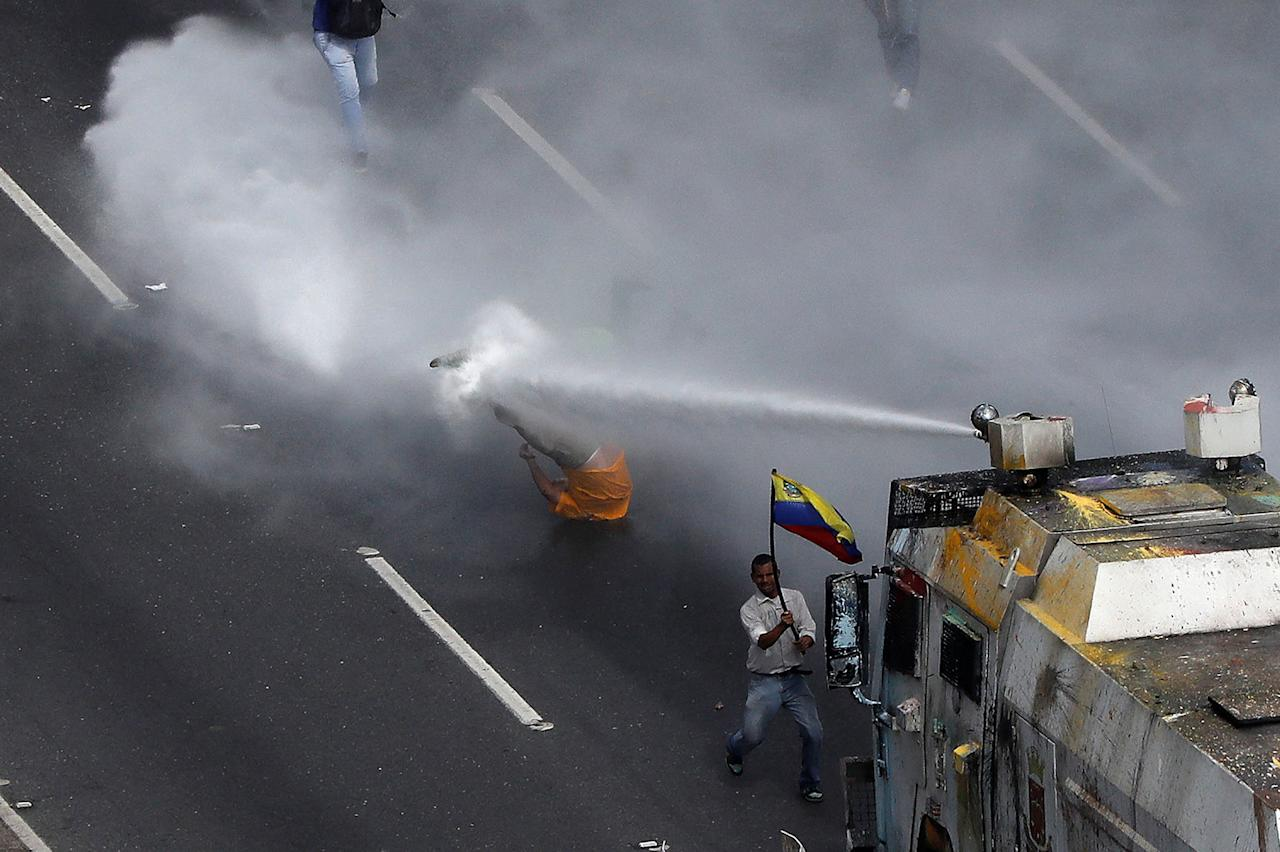 Goldman under fire for buying Venezuela