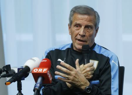 Soccer Football - Uruguay national team news conference - Vienna, Austria - November 13, 2017. Uruguay's head coach Oscar Tabarez attends a news conference. REUTERS/Leonhard Foeger