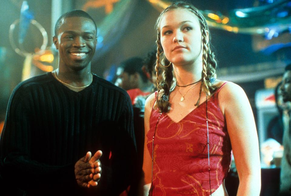 Sean Patrick Thomas and Julia Stiles at a dance in a scene from the film 'Save The Last Dance', 2001. (Photo by Paramount/Getty Images)