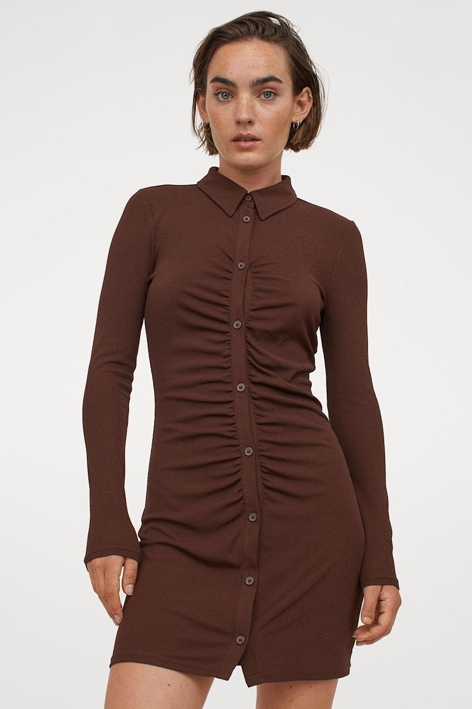 <p>The ruched detail of this <span>H&amp;M Jersey Shirt Dress</span> ($25) makes it look polished, while the silhouette feels approachable and fun.</p>