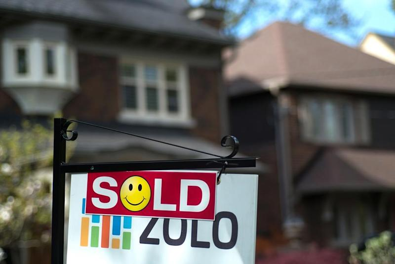 Toronto real estate poses bubble risk, while Vancouver homes are overvalued, UBS says