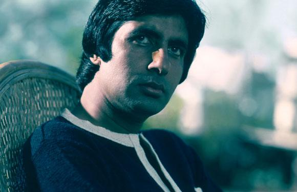 Amitabh Bachchan is so punctual that many a times he used to open the gates of Filmistan Studios himself for he used to reach the place before the watchman or gatekeeper.<br>