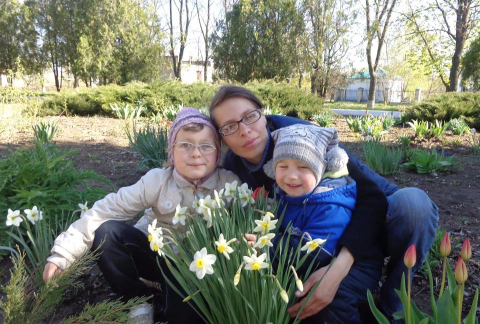 Anna (left) and Mikhail (right) Presnov pictured with their mother Svetlana. Source: East2West/Australscope