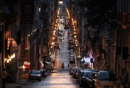 A street in downtown Rome on July 1, 2012.  REUTERS/Stefano Rellandini
