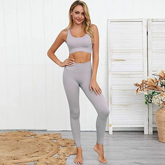 Jetjoy Ribbed Seamless Yoga Outfit in light grey. Image via Amazon.