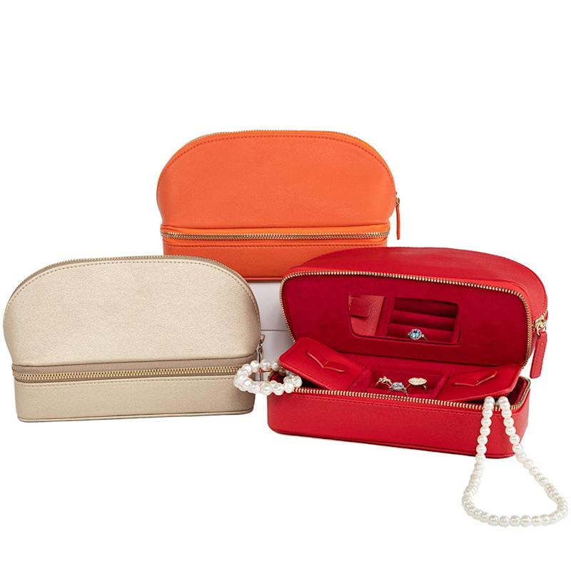 Brouk and Co. Duo Travel Organizer for Cosmetics and Jewelry, Gold. (Photo: Amazon)