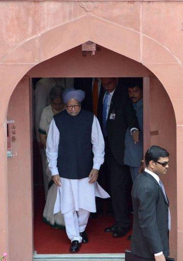 Indian Prime Minister Manmohan Singh (C) leaves the Red Fort after delivering his speech on India's 66th Independence Day in New Delhi on August 15, 2012. Manmohan Singh used his Independence Day speech to promise to improve conditions for foreign investment in the country after a sharp downturn in economic growth