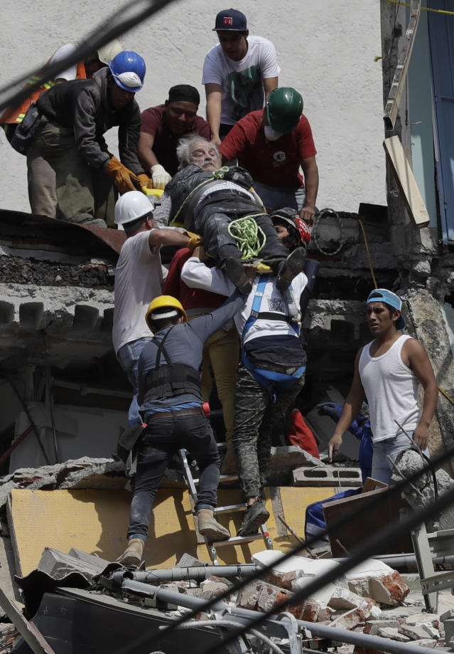 <p>An injured man is pulled out of a building that collapsed during an earthquake in Mexico City, Sept. 19, 2017. (Photo: Rebecca Blackwell/AP) </p>