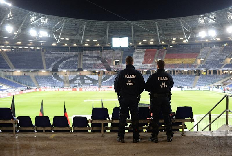 Police stand guard at the pitch after the friendly between Germany and the Netherlands in Hannover was called off on November 17, 2015 due to a bomb threat (AFP Photo/Julian Stratenschulte)