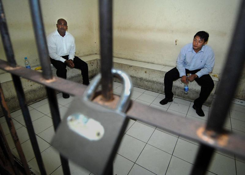 Australian drug smugglers Myuran Sukumaran (L) and Andrew Chan (R), who are on death row in Indonesia and the subject of an intense Australian effort for them to be spared, wait inside a court holding cell in October 2010 (AFP Photo/Sonny Tumbelaka)