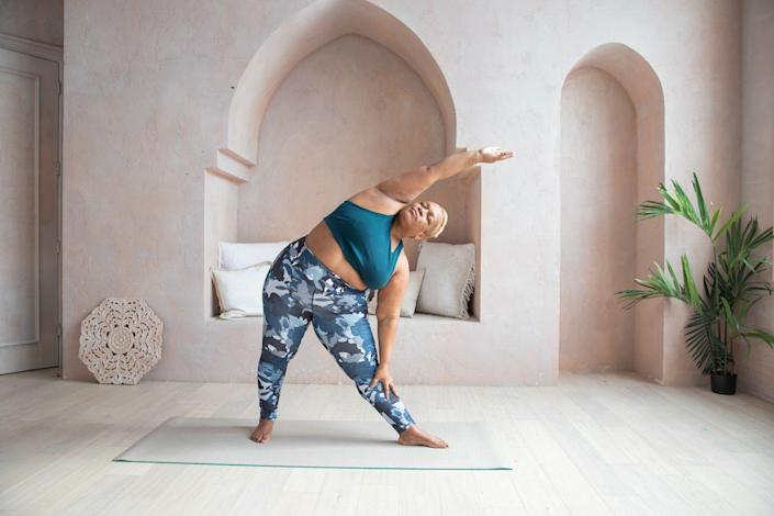 """<p><strong>Best for</strong>: variety of recorded <em>and </em>live classes</p><p>Glo is another platform that has thousands of videos to choose from. It has 16 styles of yoga like beginner vinyasa, prenatal, and kundalini. If you have a friend with you, try their partner classes (a rare online yoga find!). Glo also has an extensive live schedule if you're really missing the studio vibe and want to follow along in real time. Members pay $18 a month to access the vast amount of content on its site. It's hard to get bored with Glo since there is so much to explore.</p><p><a class=""""link rapid-noclick-resp"""" href=""""https://go.redirectingat.com?id=74968X1596630&url=https%3A%2F%2Fwww.glo.com%2F&sref=https%3A%2F%2Fwww.prevention.com%2Ffitness%2Fworkouts%2Fg36651421%2Fbest-online-yoga-classes%2F"""" rel=""""nofollow noopener"""" target=""""_blank"""" data-ylk=""""slk:Join Now"""">Join Now</a></p>"""