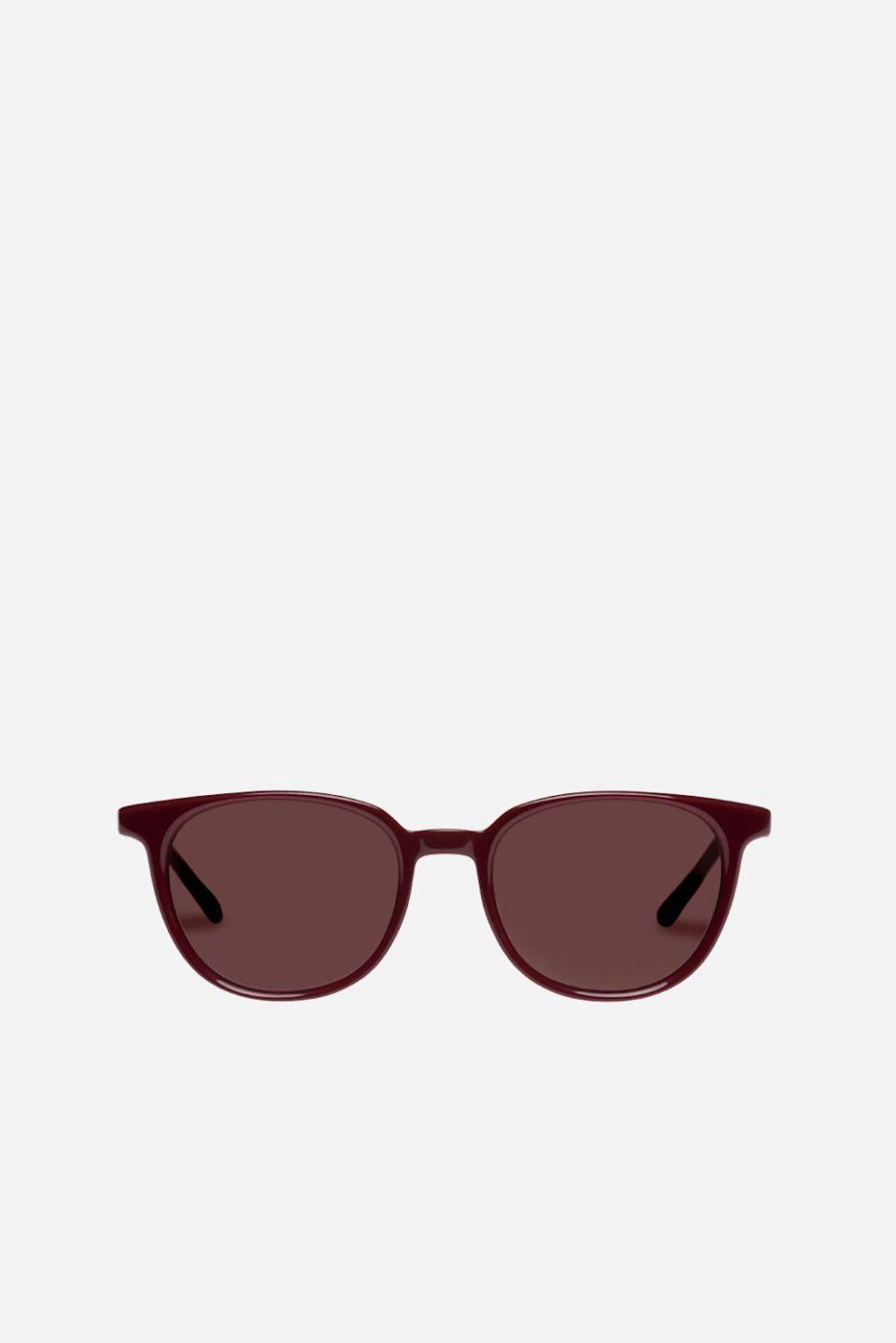 """<p><strong>Le Specs </strong></p><p>bandier.com</p><p><strong>$84.97</strong></p><p><a href=""""https://go.redirectingat.com?id=74968X1596630&url=https%3A%2F%2Fwww.bandier.com%2Fcollections%2Fsale%2Fproducts%2Fnomad-1&sref=https%3A%2F%2Fwww.womenshealthmag.com%2Ffitness%2Fg33075524%2Fbandier-july-4th-sale%2F"""" rel=""""nofollow noopener"""" target=""""_blank"""" data-ylk=""""slk:SHOP NOW"""" class=""""link rapid-noclick-resp"""">SHOP NOW</a></p><p><strong><del>$129</del> <del>$84.97</del> Now $50.98</strong></p><p>Cult-favorite sunglasses brand Le Specs counts everyone from Meghan Markle to Hailey Bieber as fans. Here, a classic and flattering rectangular silhouette you'll be able to wear all year long.</p>"""