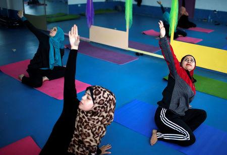 Palestinian women take part in a yoga session in Gaza City March 28, 2018. REUTERS/Mohammed Salem