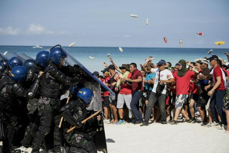 Mock protesters scuffle with anti-riot police during a security exercise on the Philippine island of Boracay