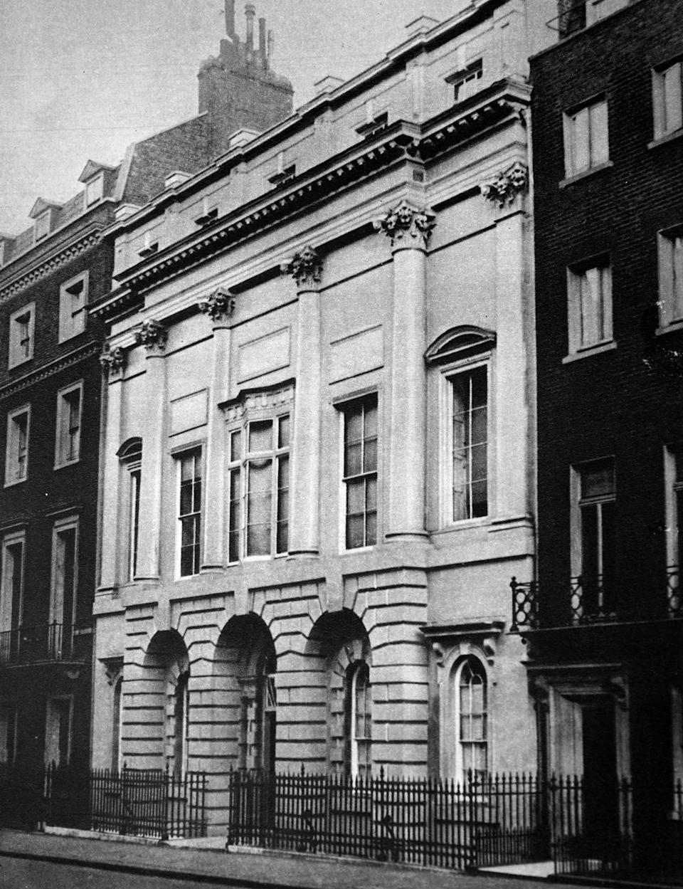 Home of Earl and Countess of Strathmore. at 17 Bruton Street. where Princess Elizabeth (later Queen Elizabeth II). was born. (Photo by: Universal History Archive/Universal Images Group via Getty Images)