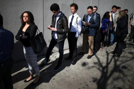 U.S. weekly jobless claims unexpectedly fall