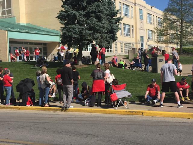 Fans lined up outside New Albany High School for more than two hours to see who Romeo Langford would pick. (Yahoo Sports photo)