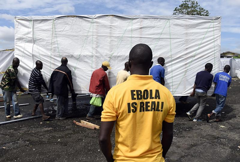 Workers set up a new treatment centre as part of the fight against Ebola, on September 28, 2014 in Monrovia (AFP Photo/Pascal Guyot)