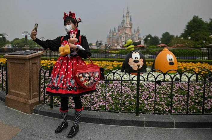 Shanghai Disnelyland opened its doors for the first time in three months (AFP Photo/Hector RETAMAL)