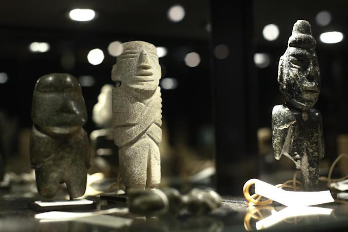 Anthropomorphic statuettes from Mezcala, Mexico, are pictured among other artefacts made by Native American tribes on display before their sale at the Drouot auction house in Paris on December 14, 2014 (AFP Photo/Thomas Samson)