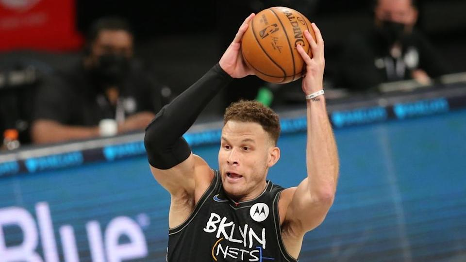 Blake Griffin controls ball over head 3/21