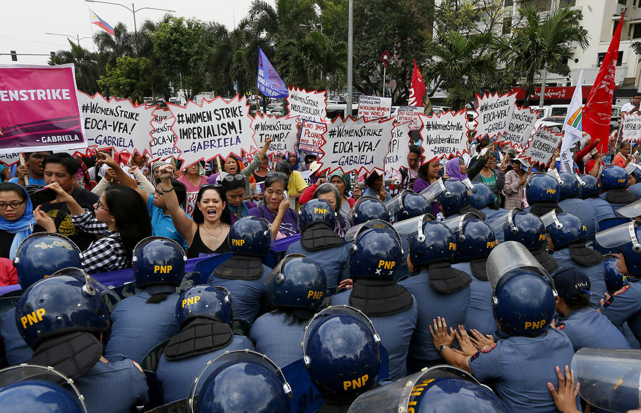 <p>Police block women during a rally at the U.S. Embassy to mark International Women's Day March 8, 2017 in Manila, Philippines. Women all over the world mark the women's day with rallies and protests to highlight the role of women in society. (Photo: Bullit Marquez/AP) </p>