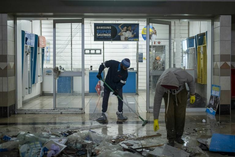 Volunteers came to help clean up looted malls including in Soweto
