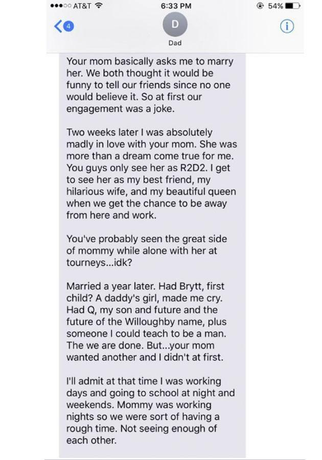 The first text reveals how they got together. Photo: Twitter.