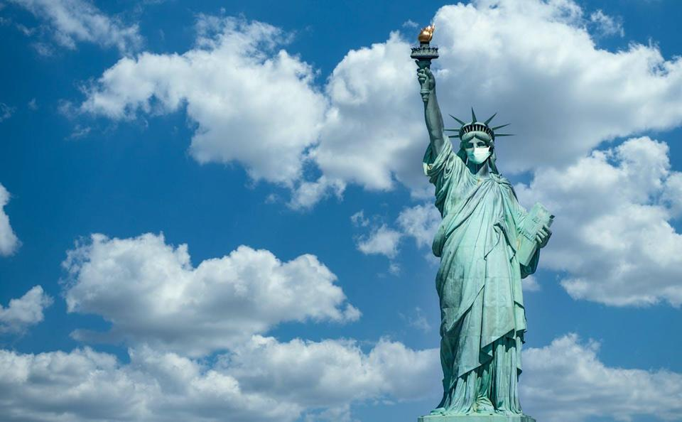 """<span class=""""attribution""""><a class=""""link rapid-noclick-resp"""" href=""""https://www.shutterstock.com/es/image-photo/statue-liberty-wearing-surgical-mask-concept-1677353242"""" rel=""""nofollow noopener"""" target=""""_blank"""" data-ylk=""""slk:Shutterstock / Ivan Marc"""">Shutterstock / Ivan Marc</a></span>"""