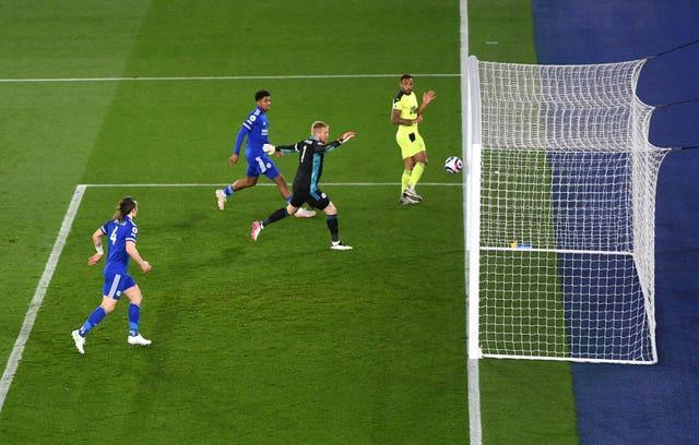 Callum Wilson, right, scores Newcastle's fourth goal against Leicester