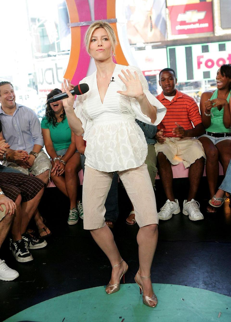<p>Should I just say it? That looks like a maternity top and Jessica Biel looks like she's getting ready to push.</p>