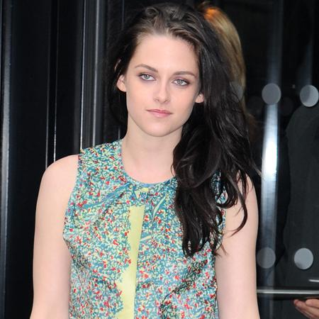 Kristen Stewart 'shops for engagement rings'
