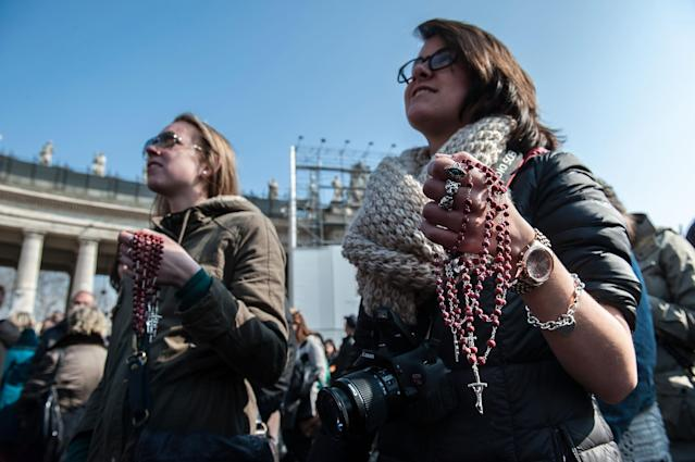 VATICAN CITY, VATICAN - FEBRUARY 17: Faithful hold a rosary as thet attend Pope Benedict XVI Angelus Blessing at St. Peter's Square on February 17, 2013 in Vatican City, Vatican. The Pontiff will hold his last weekly public audience on February 27 at St Peter's Square after announcing his resignation last week. (Photo by Giorgio Cosulich/Getty Images)