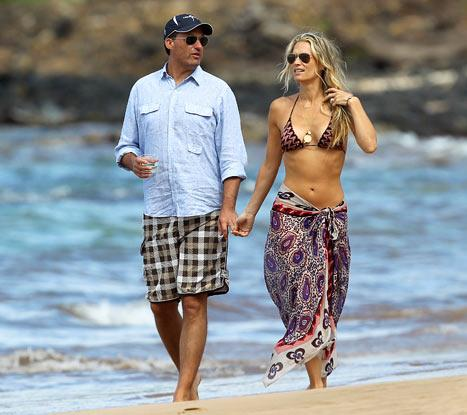 PIC: Bikini-Clad Molly Sims Flaunts Abs on Hawaiian Honeymoon