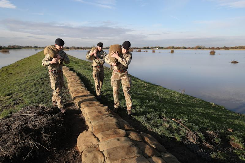 <strong>British Army soldiers place sandbags on an embankment at Stainforth</strong> (Photo: PA Wire/PA Images)