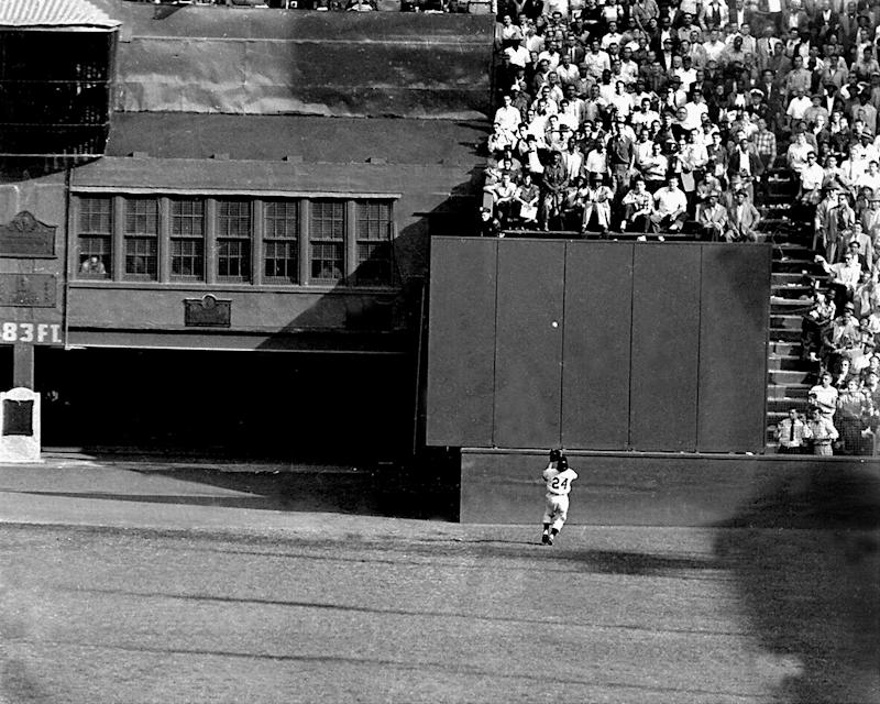 UNITED STATES - SEPTEMBER 29: Willie Mays famous catch in the 1954 World Series. Catch was made in the Polo Grounds, against Vic Wertz of the Cleveland Indians. Mays caught the baseball going away from home plate.New York Giants sweep the series. (Photo by NY Daily News Archive via Getty Images)
