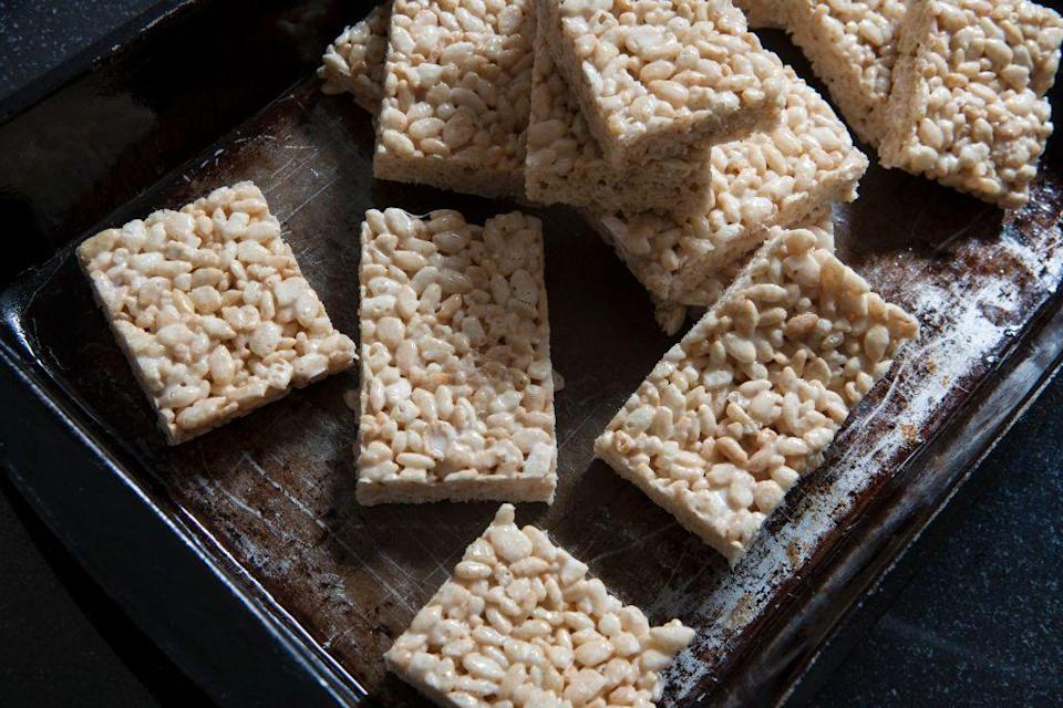 <p>In 1995, Kellogg's released its tasty, gooey Rice Krispie Treats, as well as its cereal, and it became the new favorite light and sweet snack. Even today, it's a soft and chewy treat that people love to bite into.</p>