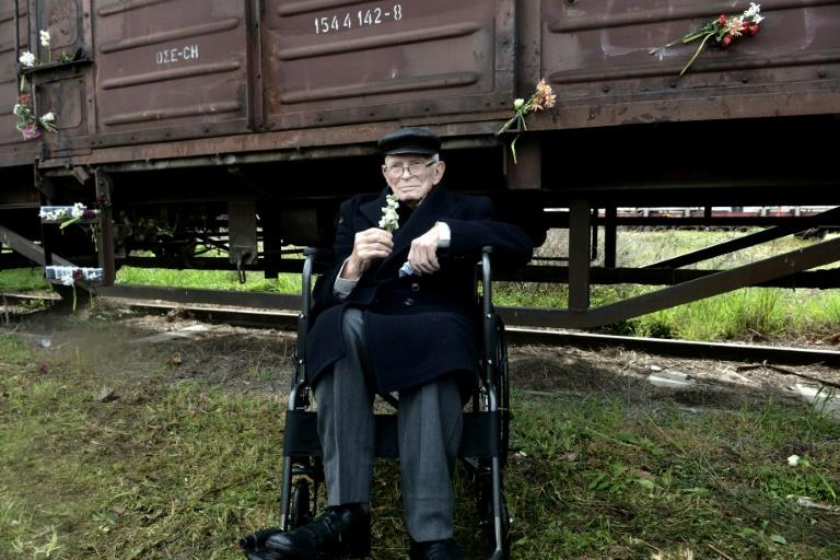 Holocaust survivor Moshe Aelion remembers Jews deported from Thessaloniki's old railway station