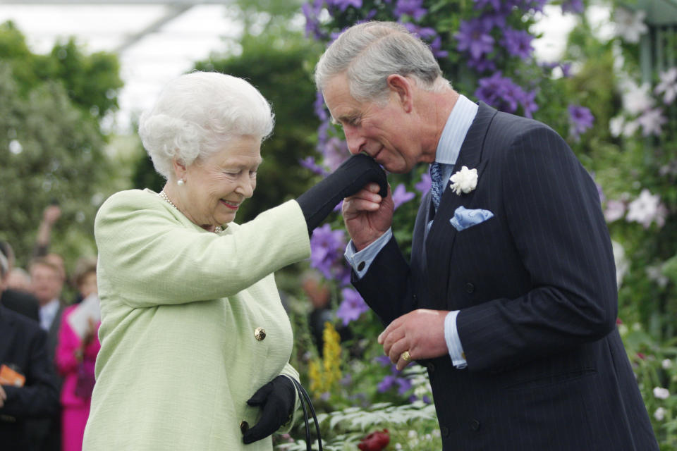 LONDON - MAY 18:  Queen Elizabeth II presents Prince Charles, Prince of Wales with the Royal Horticultural Society's Victoria Medal of Honour during a visit to the Chelsea Flower Show on May 18, 2009 in London. The Victoria Medal of Honour is the highest accolade that the Royal Horticultural Society can bestow. (Photo by Sang Tan/WPA Pool/Getty Images)