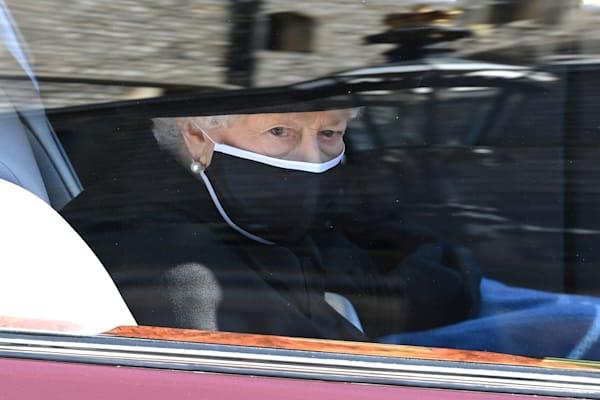 <p>A rainha Elizabeth II no funeral do príncipe Philip, no Castelo de Windsor. Foto: Leon Neal/Pool via REUTERS</p>