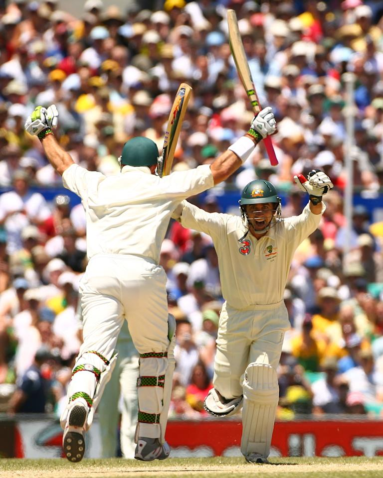 SYDNEY, AUSTRALIA - JANUARY 05:  Justin Langer (R) celebrates after Australian team mate Matthew Hayden hit the winning run to beat England on day four of the fifth Ashes Test Match between Australia and England at the Sydney Cricket Ground on January 5, 2007 in Sydney, Australia. Australia won the Ashes series 5-0 for the first clean sweep in over 80 years.  (Photo by Tom Shaw/Getty Images)