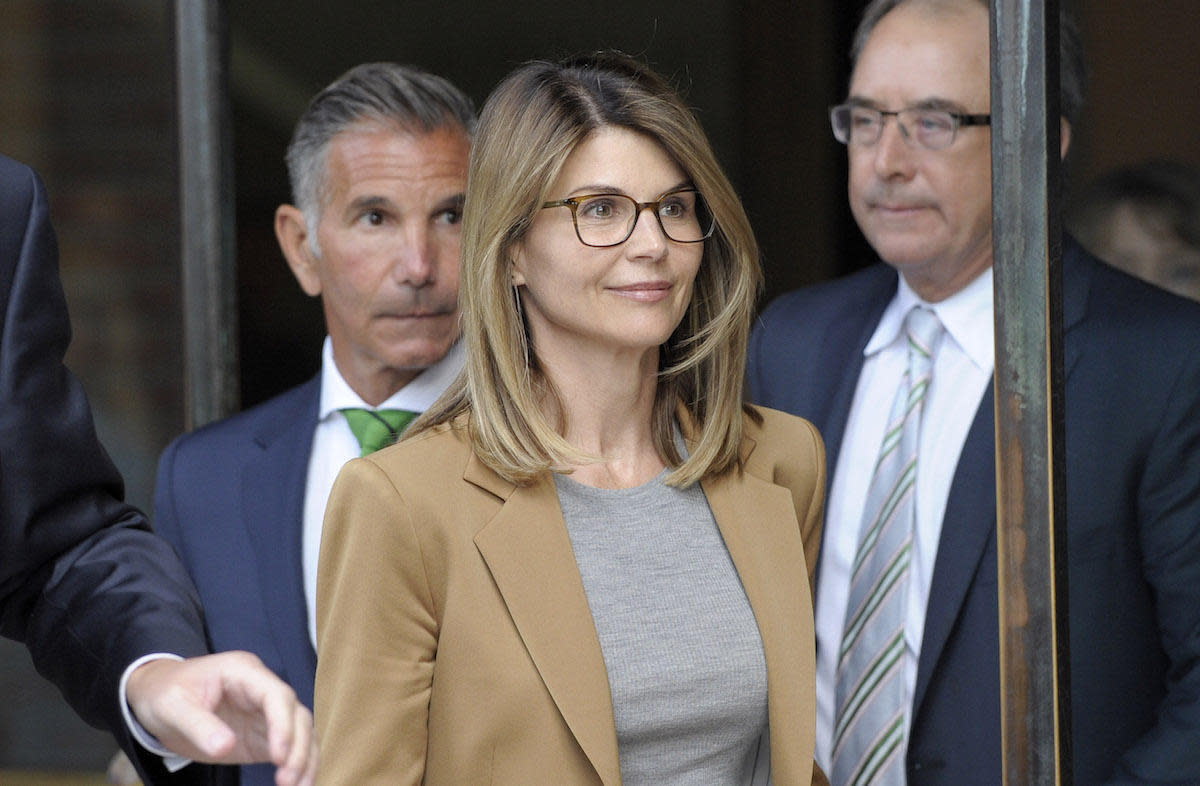 Lori Loughlin and her husband agree to plead guilty in admissions scandal